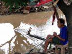 Daeng Supu', Lelaki yang Memancing Plastik di Tepi Kanal