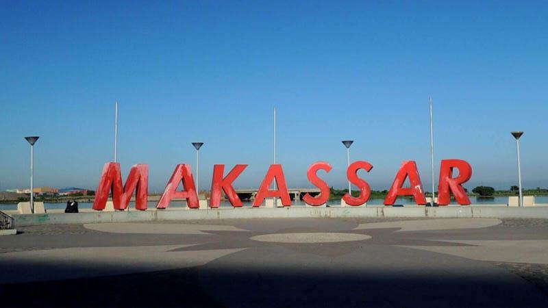 Tulisan Makassar di Pantai Losari