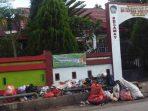 Tumpukan sampah di depan SD Inpres Macciniayo