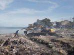 Aksi bersih di pesisir Pantai Kupang