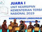 Menteri LHK, Siti Nurbaya saat menerima ANRI Award 2019