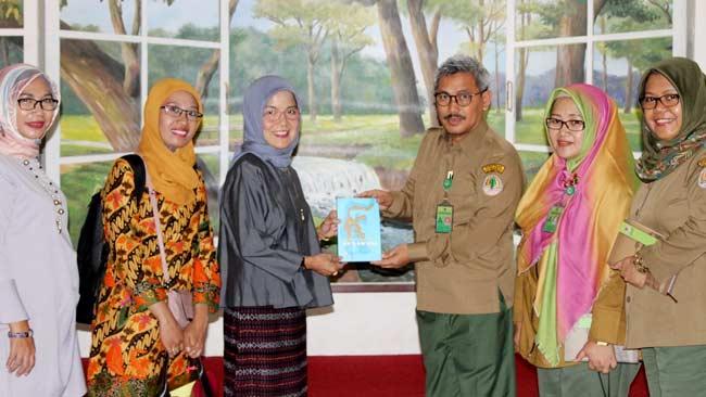 Komitmen kampus Hijau, Rektor UMMA Maros Sambangi P3E Suma