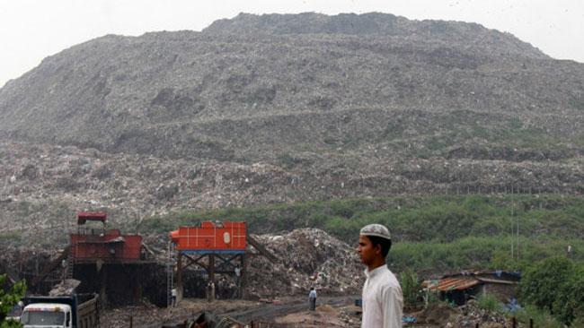 Gunung Sampah di India Jadi Saingan Baru Taj Mahal