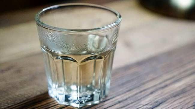 Selain Mencerahkan Kulit Ini 10 Manfaat Lain Jika Minum Air Hangat Klik Hijau