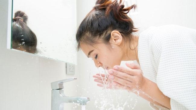 Cuci Muka dengan Air Dingin Bisa Percantik Wajah