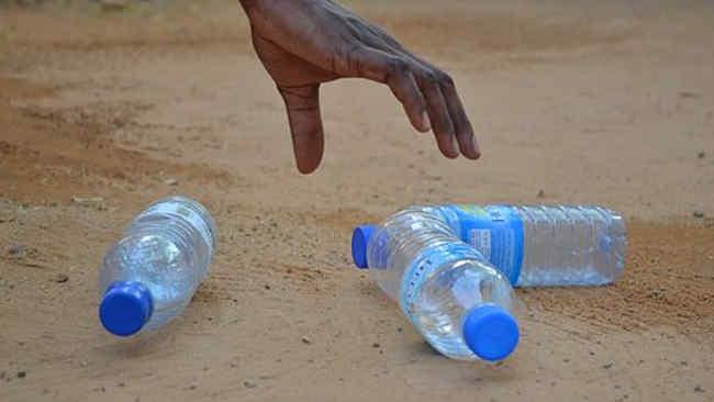 Ketika Dua Menteri Perempuan Menolak Disuguhi Air Mineral Botol Plastik