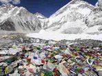 Pendaki Gunung Everest Mulai Dilarang Bawa Plastik Sekali Pakai
