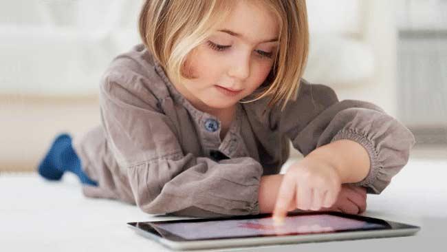 Ini Alasan Bermain Gadget Anak-Anak dan Remaja Harus Dibatasi
