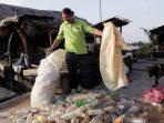 Pengusaha Asal Prancis Ini Membangun Pulau Terapung dari Botol Plastik