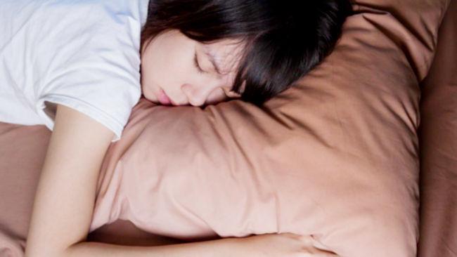 Terlalu Lama Tidur di Akhir Pekan Bisa Picu Serangan Jantung, Benarkah?