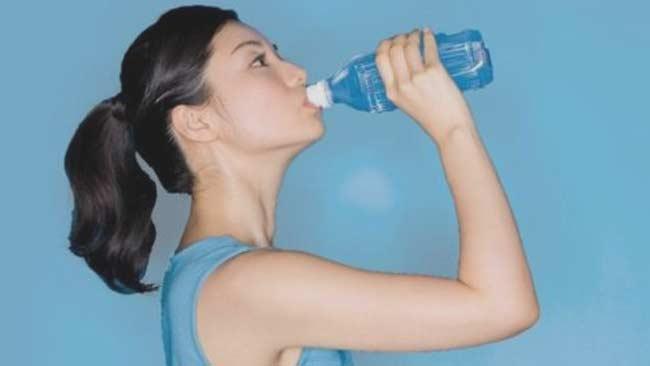 Anda Tak Harus Minum Air Putih 8 Gelas Perhari, Begini Penjelasannya