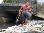 Spiderman Melawan Sampah di Kota Kelahiran BJ Habibie