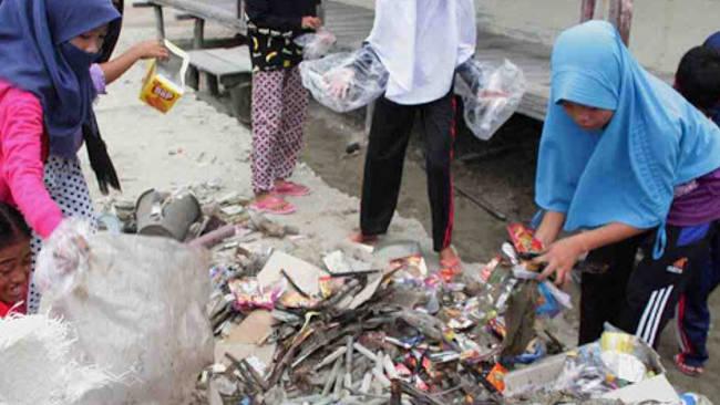 Bersama Unibos, Bosowa Suarakan Makassar Memilah Sampah