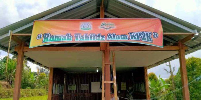 Mengaji dengan Nuansa Hijau di Rumah Tahfiz Alam KP2K Desa Kindang