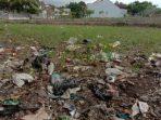 Tragedi Petani, Bercocok Tanam di Lumbung Sampah Plastik