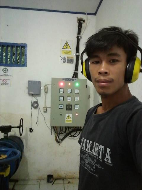Sudirman, operator mesin PLTMH Balantieng