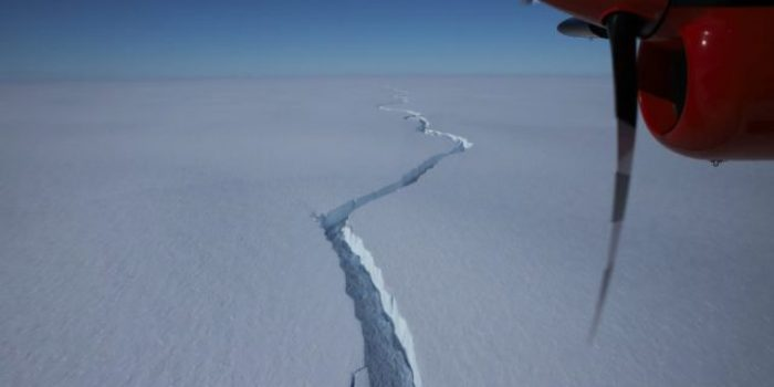 Kala Gunung Es Besar Retak di Antartika