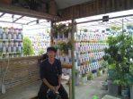 Kisah Hamdi Kusuma, Sulap 'Vertical Garden' Spektakuler dari Botol Bekas
