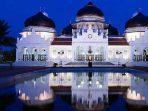 6 Destinasi Wisata Religi Indonesia yang Menarik Dikunjungi