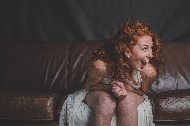 Cara Simpel Memperbaiki Sofa Kesayangan yang Mulai Kendur